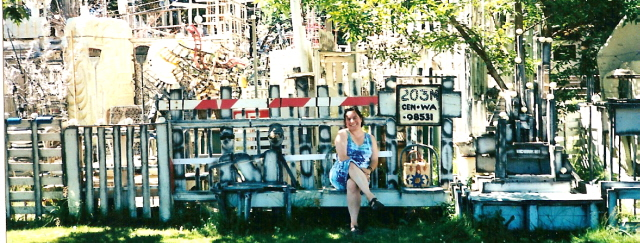 Ruby Re-Usable visits Rich Art in Centralia, June 7, 2001