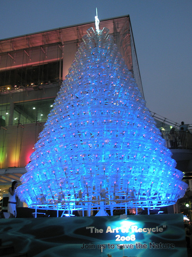 the-art-of-recycling-2008-a-christmas-tree-of-recycled-bottles.jpg